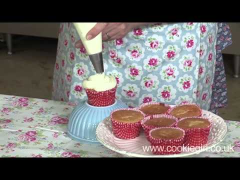 How to put icing on a cake
