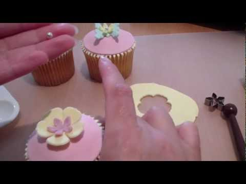 How to make cupcake toppers (4) - fondant flower