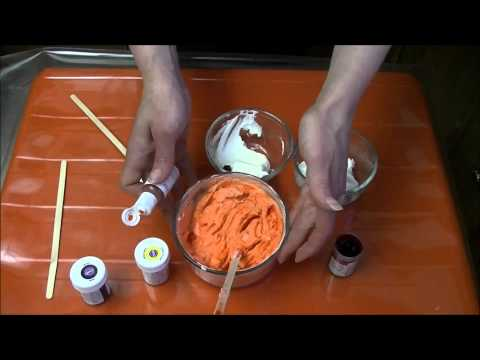 Coloring whipped cream frosting/icing | chox decorates cakes #19